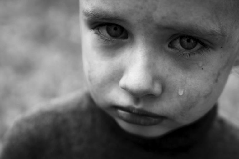 В Сельцо ребенка окатили грязью с ног до головы