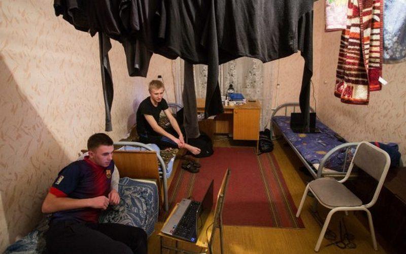 Трое студентов изнасиловали соседа по общежитию