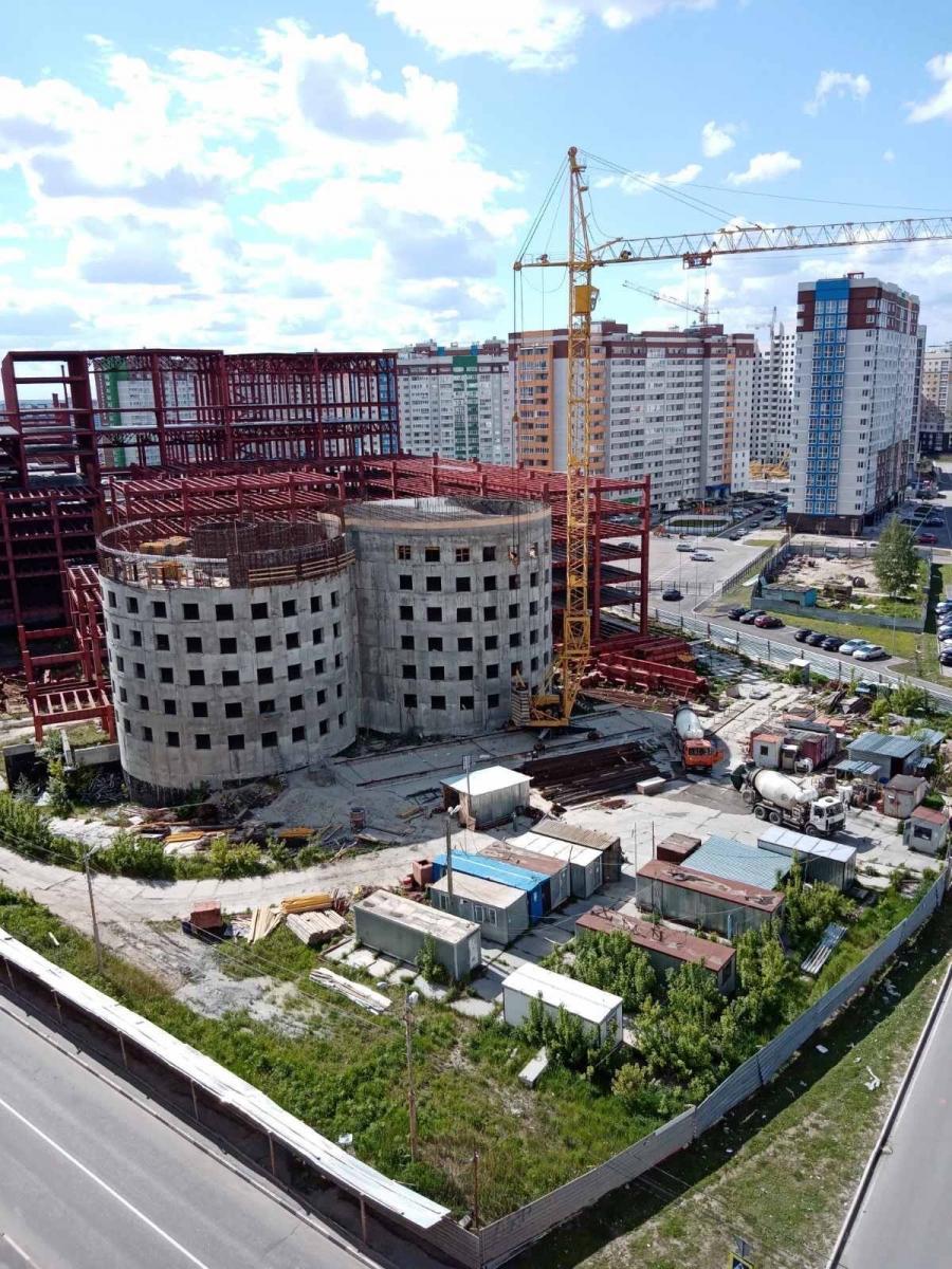 В строящемся здании на старом аэропорту в Брянске обвалилась крыша
