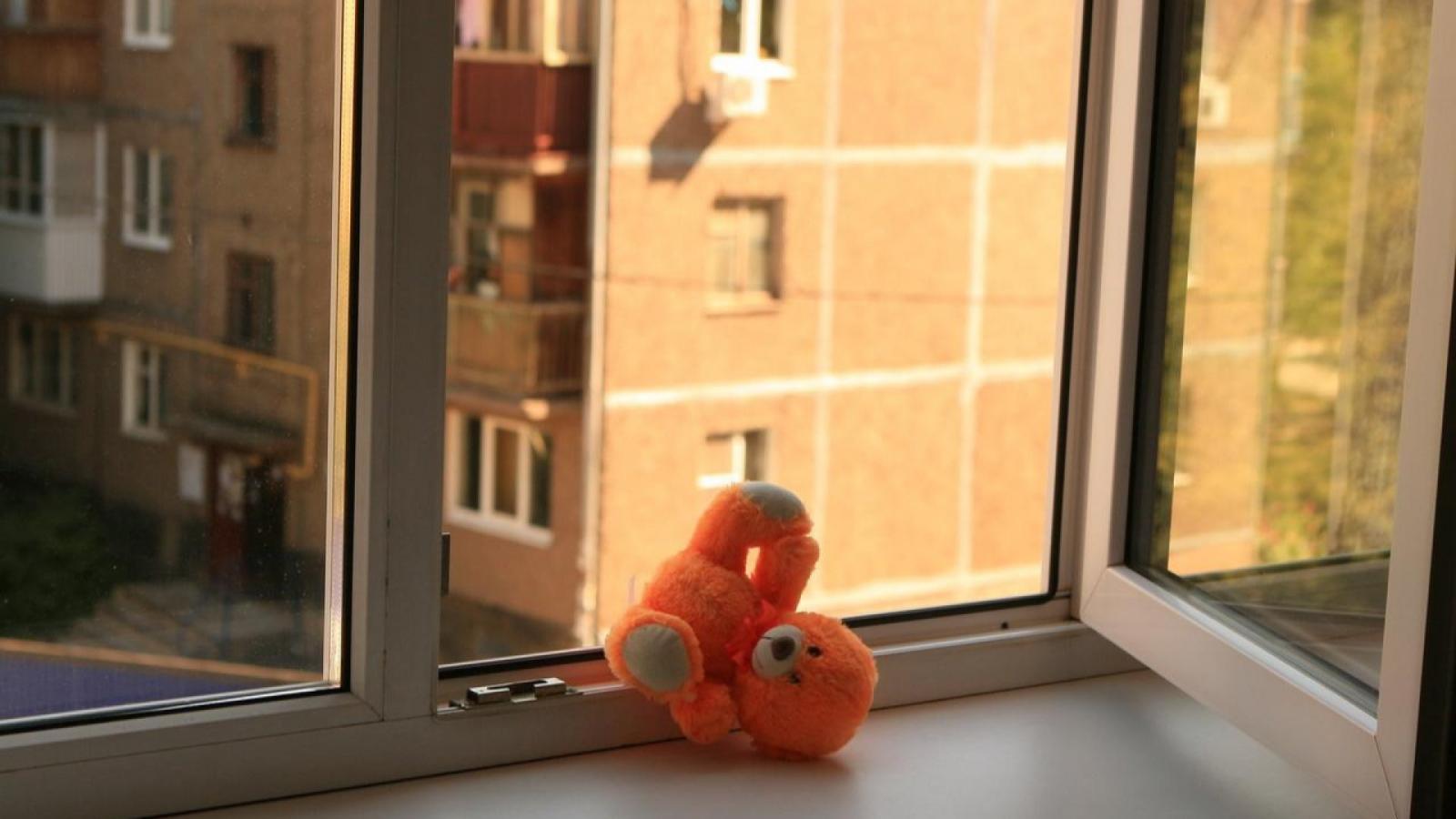 Малыш разбился, выпав из окна пятого этажа