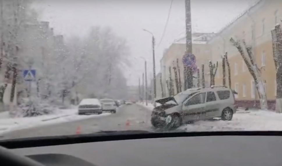 В Брянске возле БГТУ разбились два легковых автомобиля