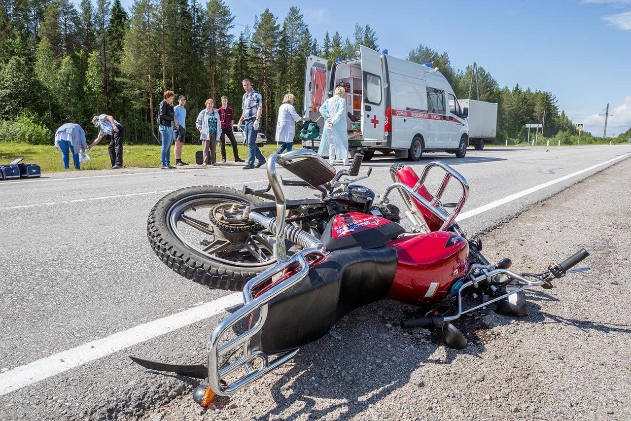 В Навлинском районе пьяный мотоциклист без шлема попал в ДТП