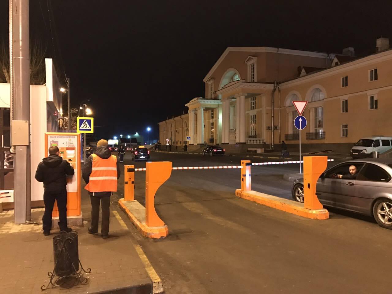 На вокзале Брянск-1 в Володарском районе разбился автомобиль