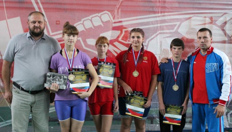 Брянские спортсмены завоевали восемь медалей на чемпионате по пауэрлифтингу