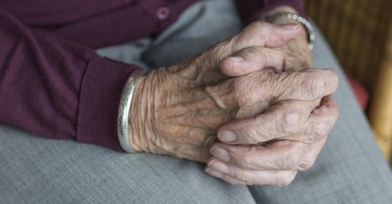 Смертельно больная пенсионерка зарезала дочь-инвалида и покончила с собой
