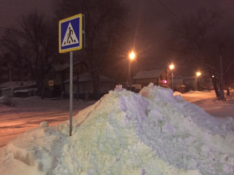 Жители Брянска пожаловались на недосягаемые пешеходные переходы