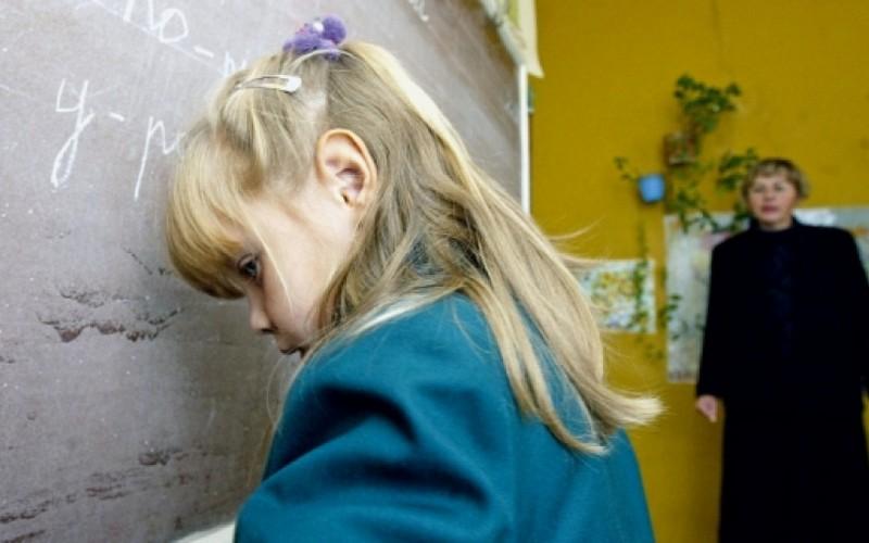 Учительница начальных классов разбила голову школьнице