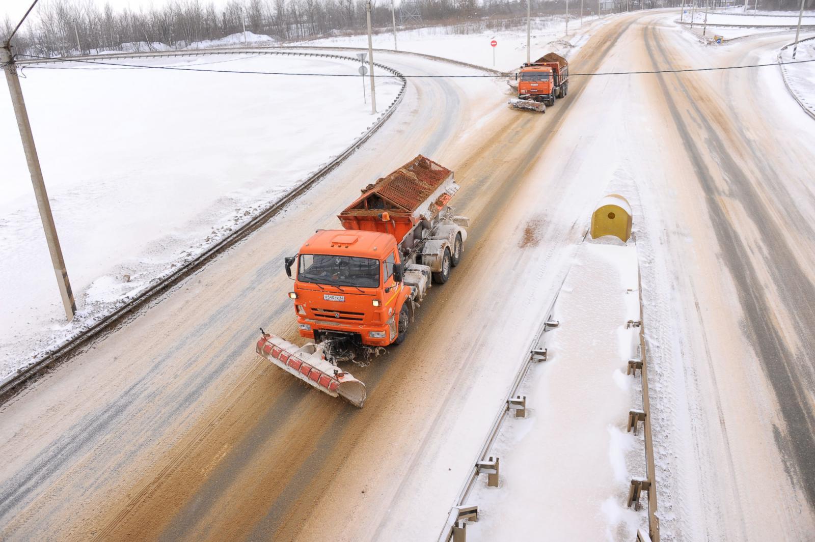 465 тонн песка высыпали на федеральные трассы в Брянской области