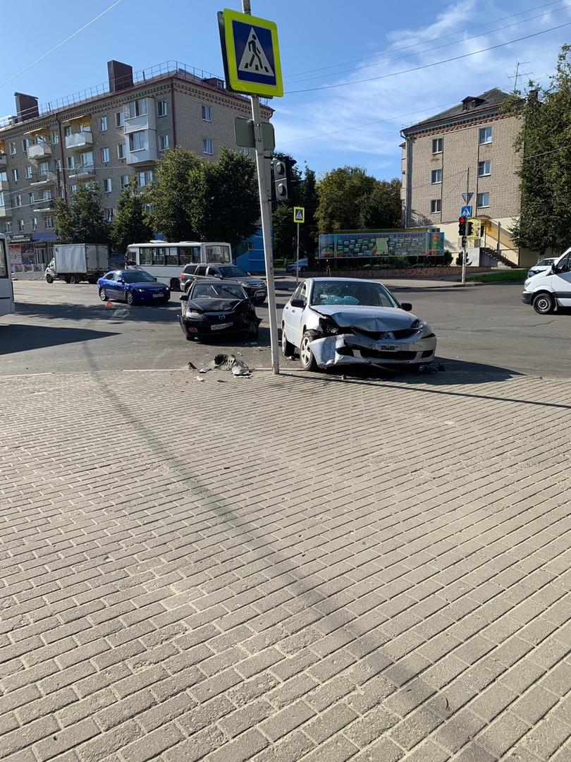 В Клинцах разбились две легковушки