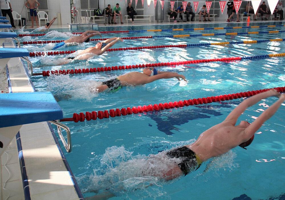 Брянские пожарные приняли участие в соревнованиях по плаванию