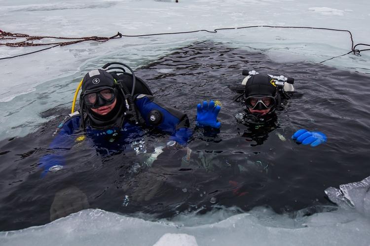 В Брянске прошли экстремальные плавания на Керамзитном озере
