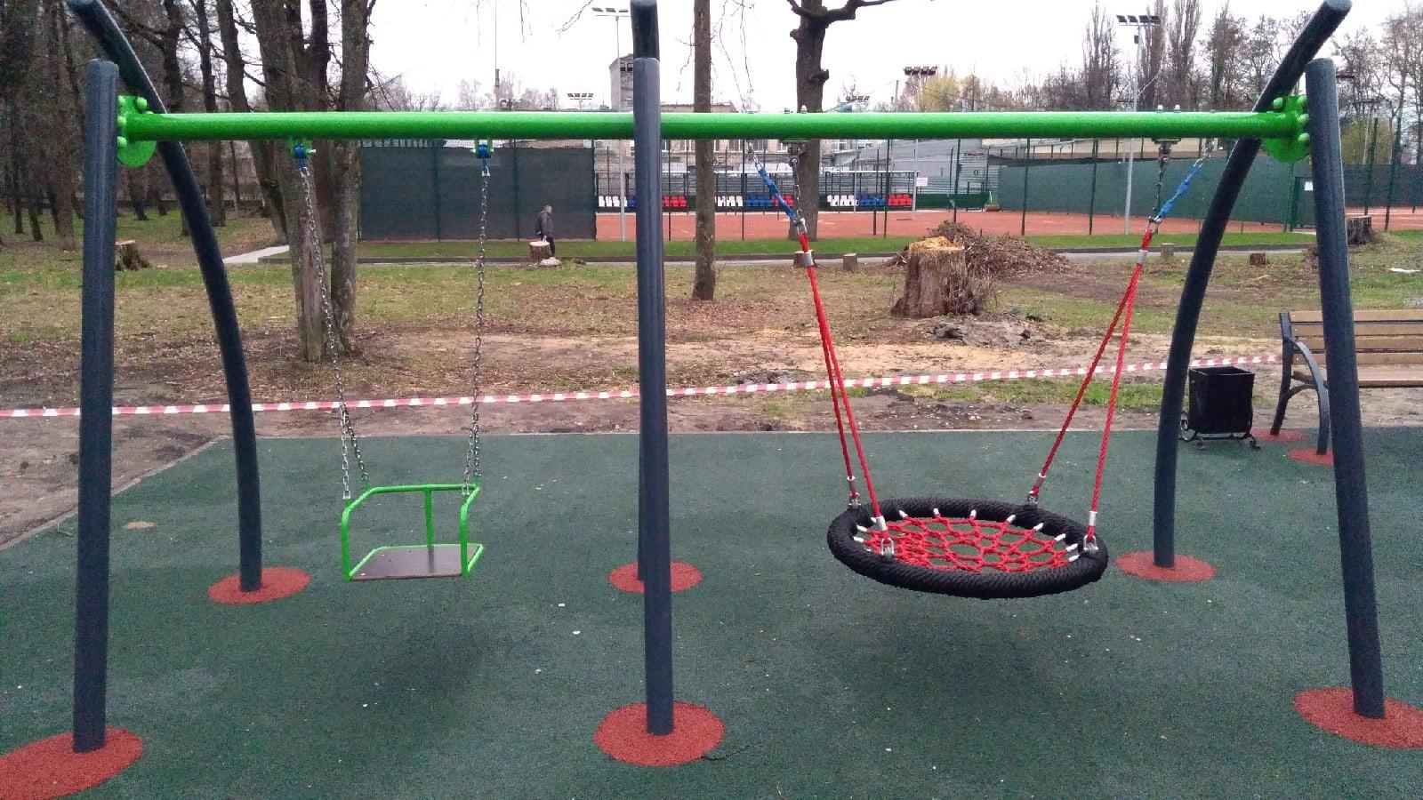 В Брянске в Майском парке установили новую детскую площадку