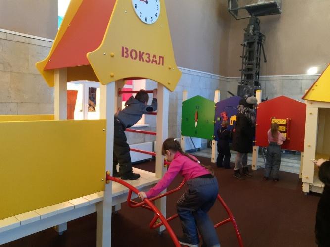 На брянском вокзале появилась детская игровая площадка