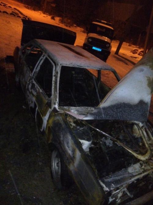 В брянском поселке злоумышленники подожгли легковушку