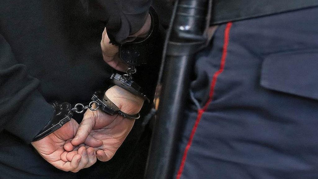Брянского полицейского задержали по подозрению в мошенничестве