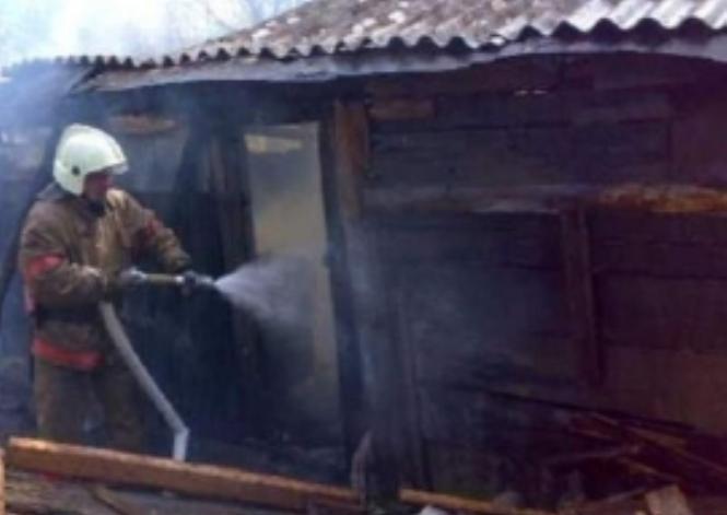Сегодня ночью в Жуковке сгорела постройка