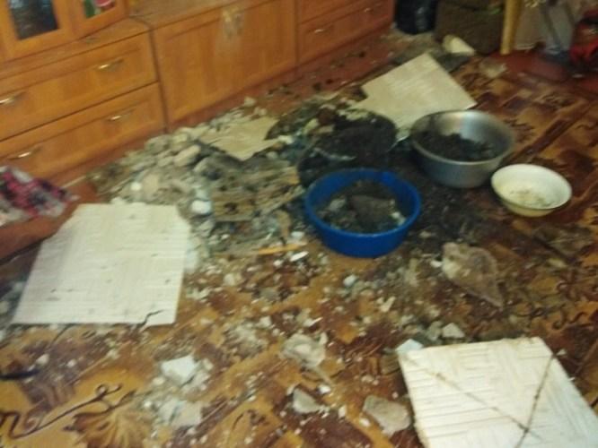 В Брянске в жилом доме обрушился потолок