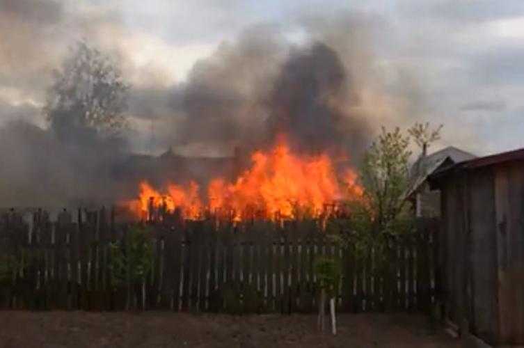 Брянцы сняли на видео крупный пожар в Нетьинке