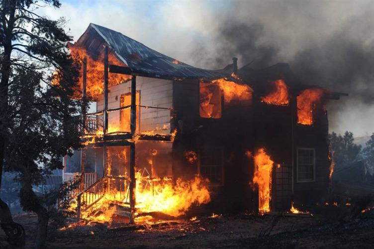 В Дятьковском районе сгорел дом