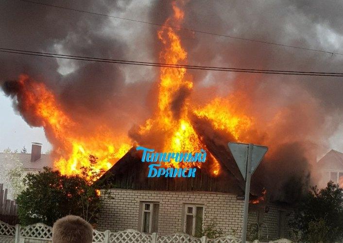 Вчера в Бежицком районе Брянска огонь охватил жилой дом