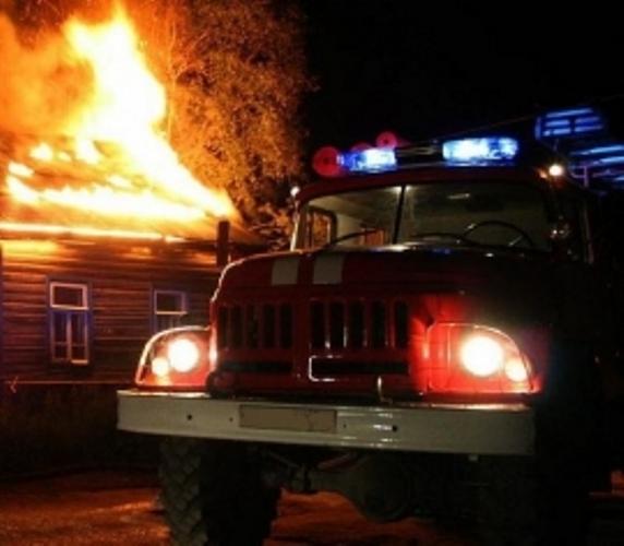 В Брянске огонь охватил частную дачу
