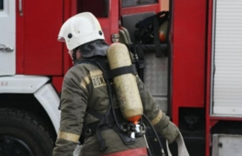 В Унече огнеборцы три часа тушили склад
