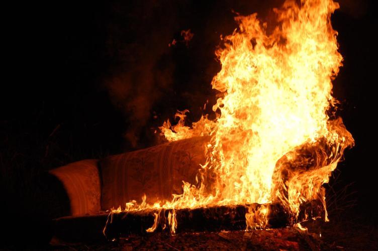 ВНовозыбкове мужчина чуть несгорел всобственной постели
