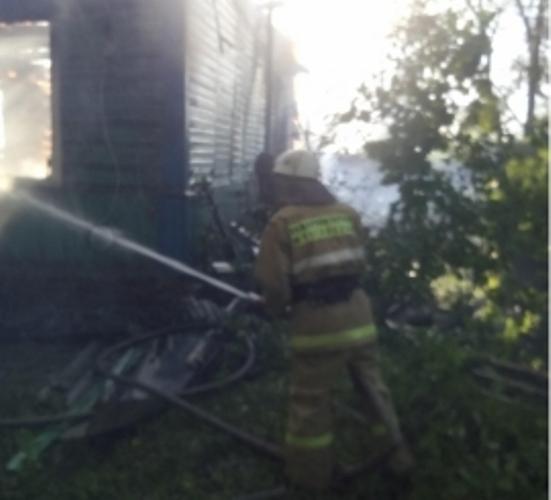 В Погарском районе сгорели жилой дом и сарай