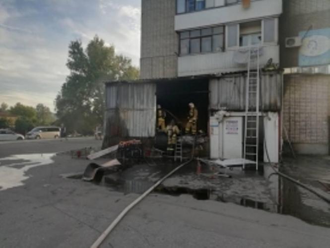 В Фокинском районе Брянска загорелось подсобное помещение пятиэтажки