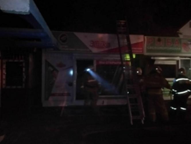 В Бежицком районе сгорел торговый ларек