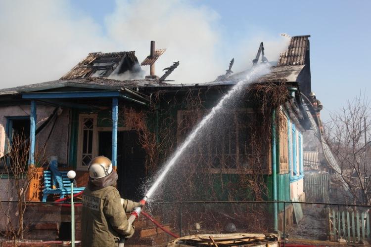 В Жуковском районе во время пожара пострадал человек