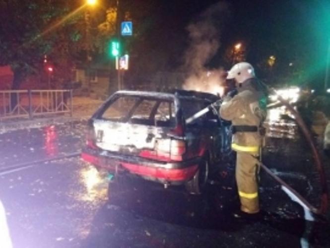 В Брянске ночью сгорел легковой автомобиль