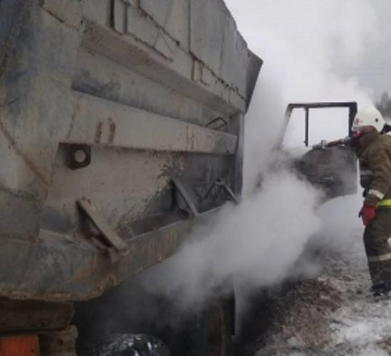 В Володарском районе Брянска сгорел грузовик