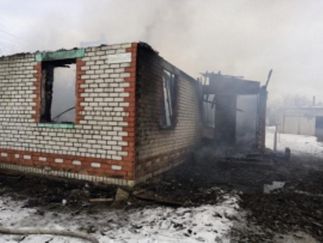 В брянском селе загорелась веранда жилого дома