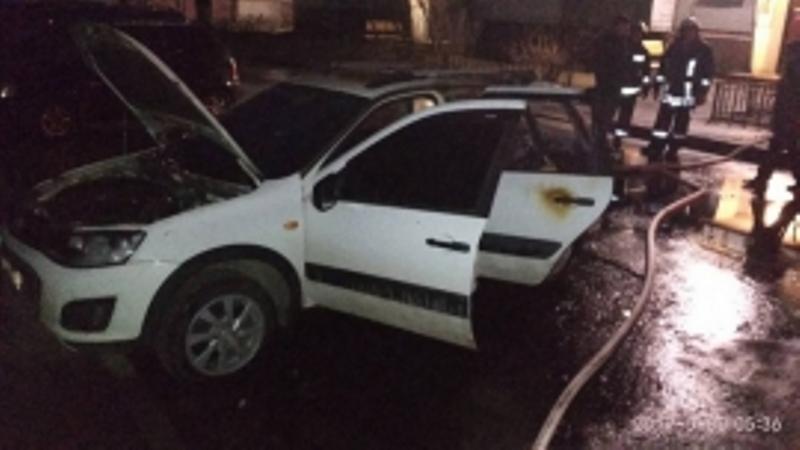 В Брянске на улице Камозина вспыхнула легковушка