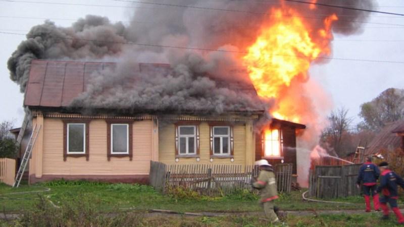 Сегодня утром в Жуковском районе горел жилой дом