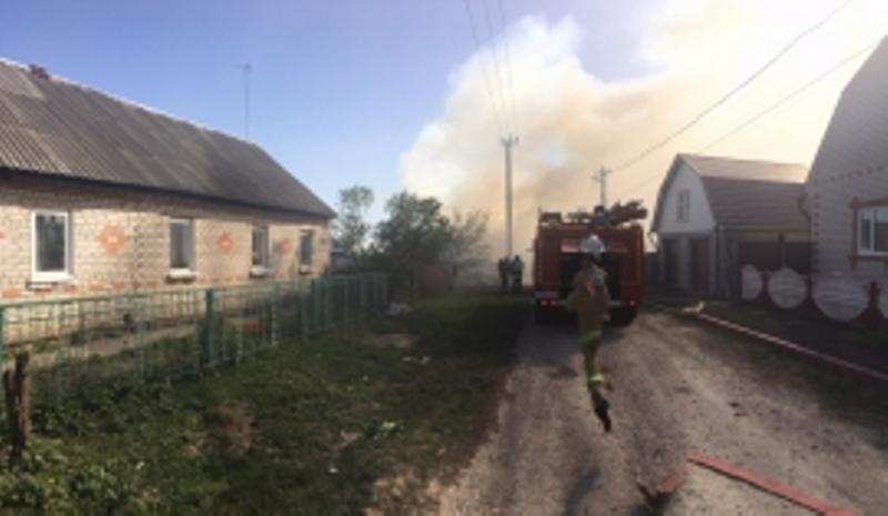 В Советском районе Брянска огонь охватил жилой дом