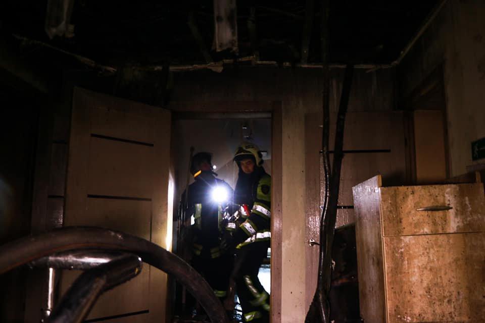 В Брянске при пожаре в многоквартирном доме пострадал человек