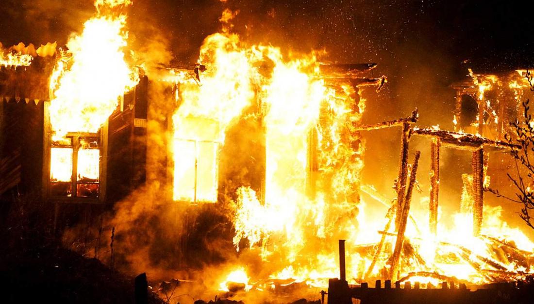 В Жуковке ночью сгорел жилой дом