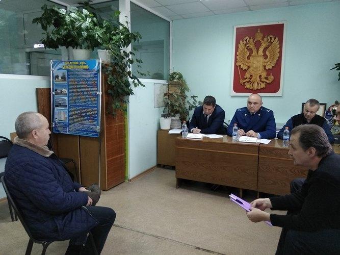 Жители поселка Большое Полпино пожаловались прокурору на канализацию и дороги