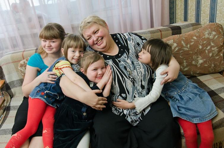 В Брянске более 200 детей воспитываются в приемных семьях