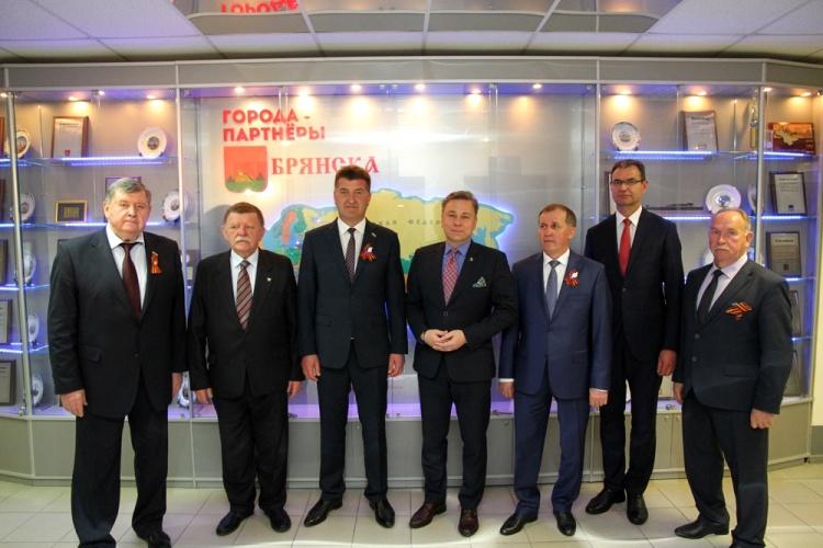 В Брянск на торжества в честь Дня Победы прибыл глава польского Конина
