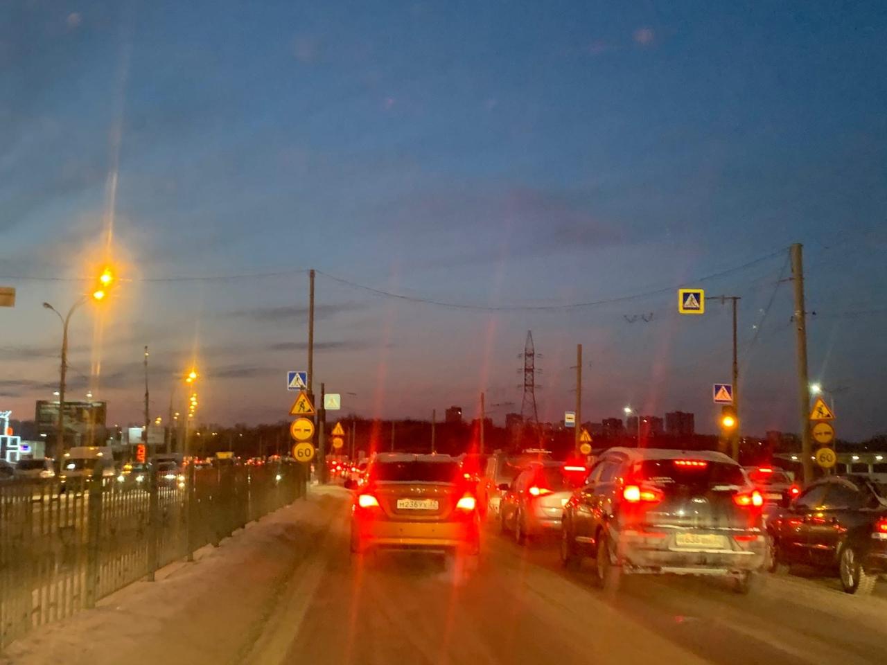 В Брянске образовалась большая пробка на улице Калинина