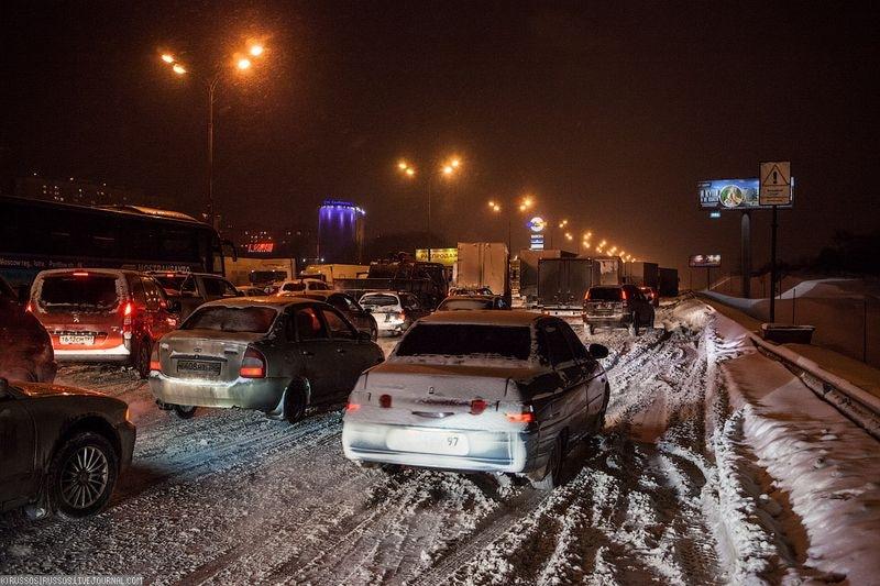 Водители из-за метели встали в пробках в центре Брянска