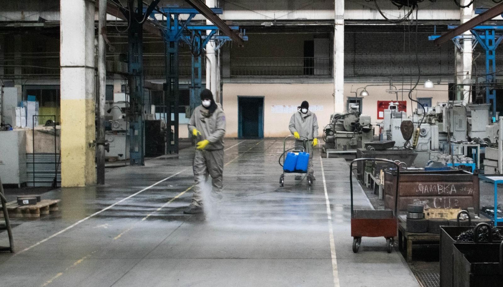 Из-за коронавируса в Брянской области дезинфицируют крупные предприятия