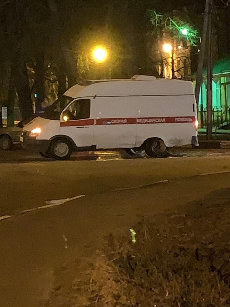 Соцсети: в Белых Берегах водитель въехал в скорую и скрылся