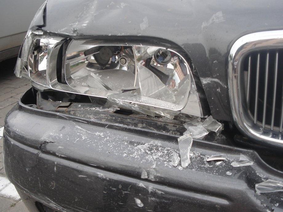 В Брянске возле бани на Пионерской неизвестный разбил иномарку и скрылся с места ДТП