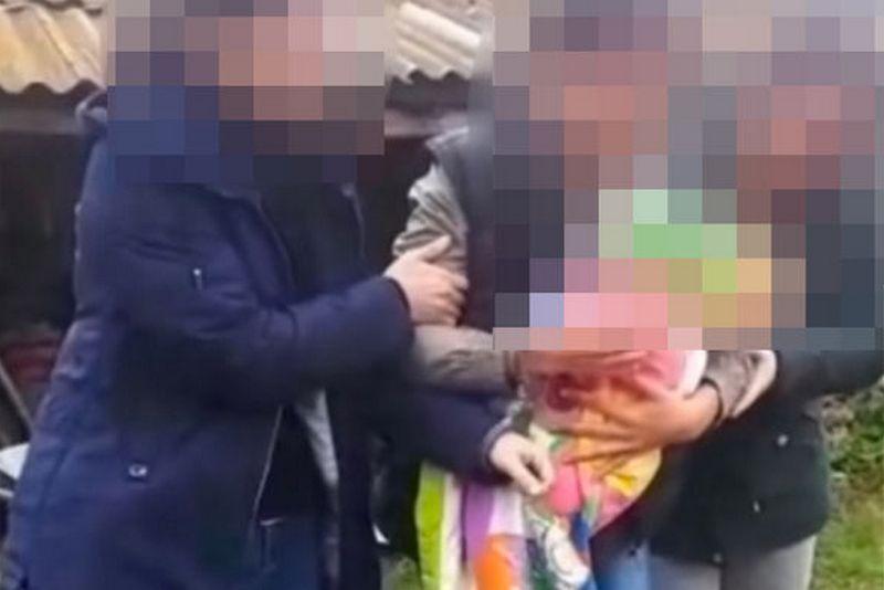 Молодая мать задушила голодного ребенка веревкой и закопала под навозом