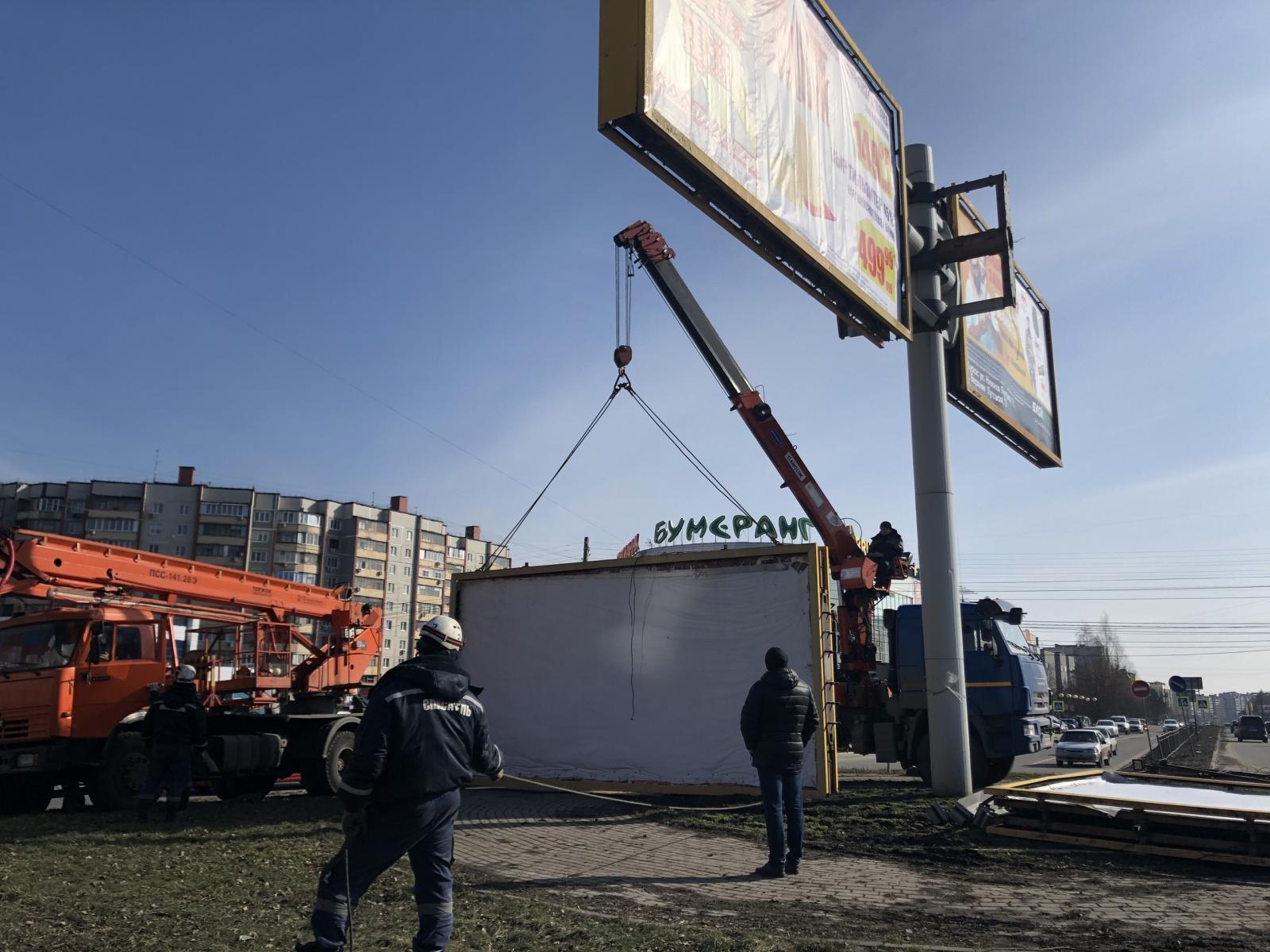 Более 600 незаконных рекламных конструкций демонтировали в Брянске