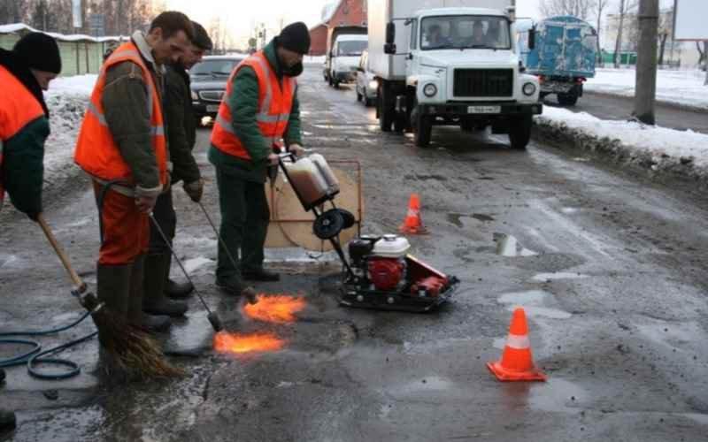 И в дождь, и в снег: в Брянске продолжается ремонт дорог